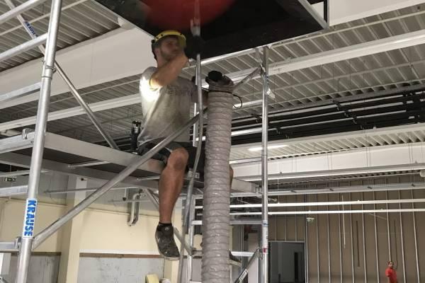 Poros szellőzőrendszert tisztítottunk egy pest megyei hipermarketben